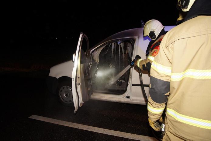 Een auto is in de nacht van vrijdag op zaterdag in brand gevlogen op de N267 bij Oudheusden.