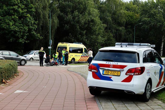 Een fietser is vrijdagochtend gewond geraakt bij een aanrijding met een auto in Cuijk op de rotonde bij de Beersebaan en Spinding.