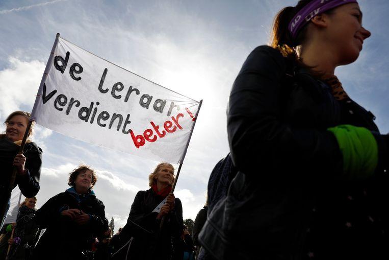 Basisschoolleraren en sympathisanten tijdens de protestmanifestatie van afgelopen november in het Haagse Zuiderpark. Beeld ANP