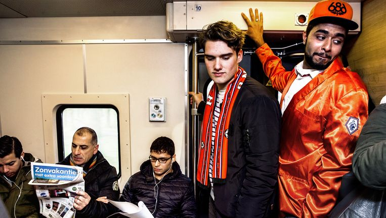 Initiatiefnemers Jaero Veen (rechts) en Fritz Keijzer van de studentenactie in de spitstreinen zagen amper mededemonstranten. Beeld Aurélie Geurt
