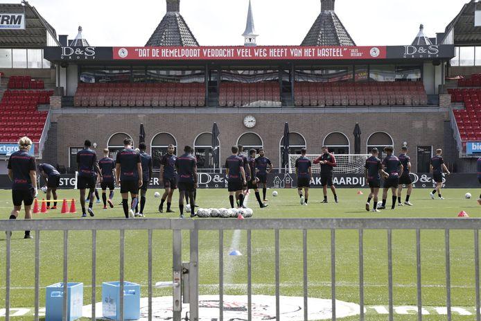 Alleen FC Emmen, Heracles en Sparta spelen nog op kunstgras in de eredivisie.