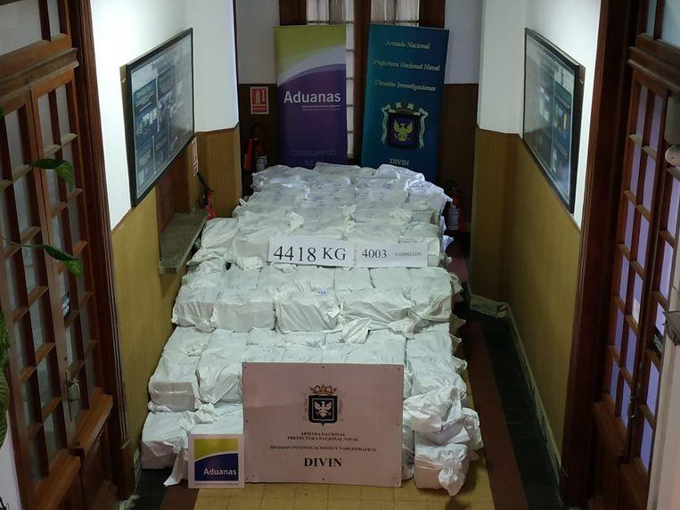Bovenstaande foto van de megavangst van 4418 kilogram cocaïne werd vrijgegeven door de Uruguayaanse marine (27.12.209).