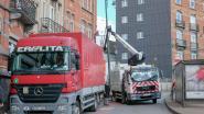 Vrachtwagen ramt verlichtingspaal