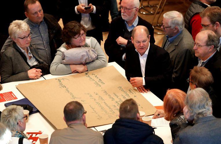 Partijcongres SPD in discussie met leden. Beeld epa