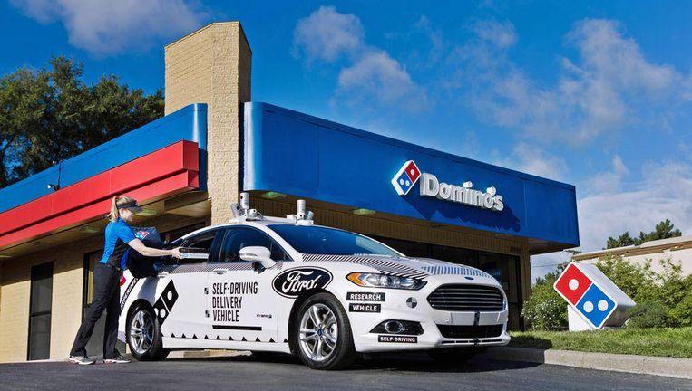 De zelfrijdende auto van Ford zal door Domino's gebruikt worden om pizza's te leveren.