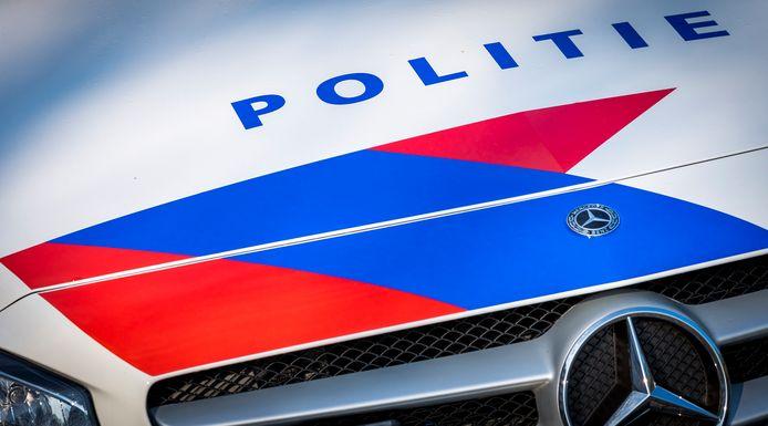 De politie heeft 13 Kamper jongeren betrapt op het voorbereiden van een illegaal 'vreugdevuur'.