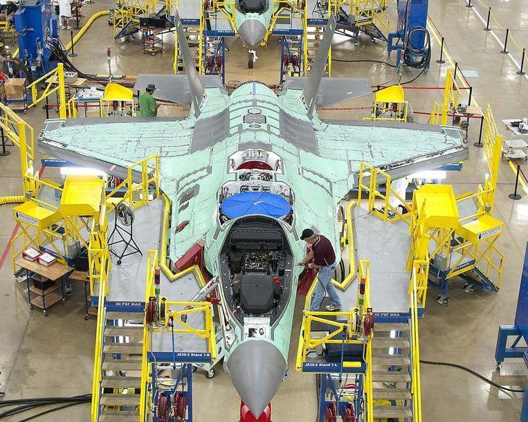 Een Joint Strike Fighter in aanbouw in de fabriek van Lockheed Martin in Fort Worth in Texas. Beeld null