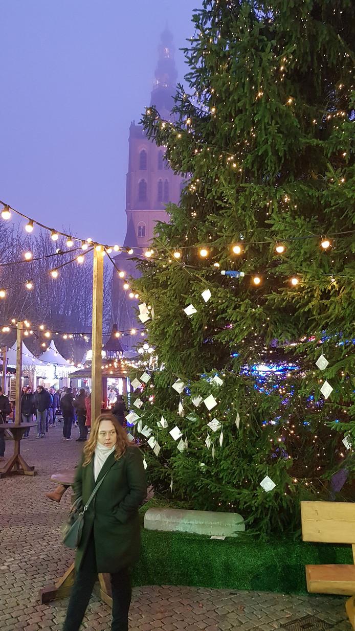 'Joris' Kerstboom is ook weer van de partij (Er hangen al kaartjes in)