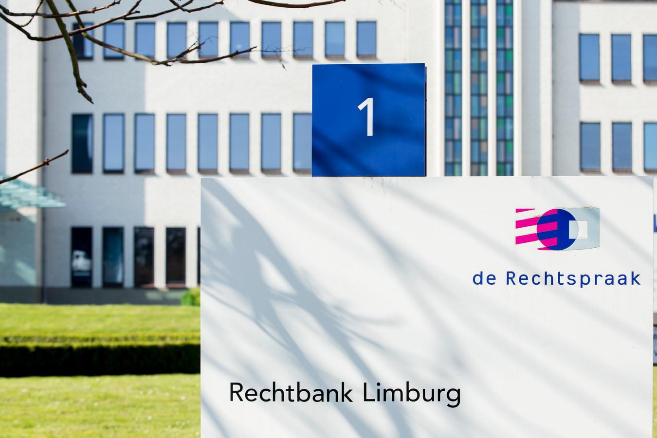 Het exterieur van de rechtbank in Maastricht
