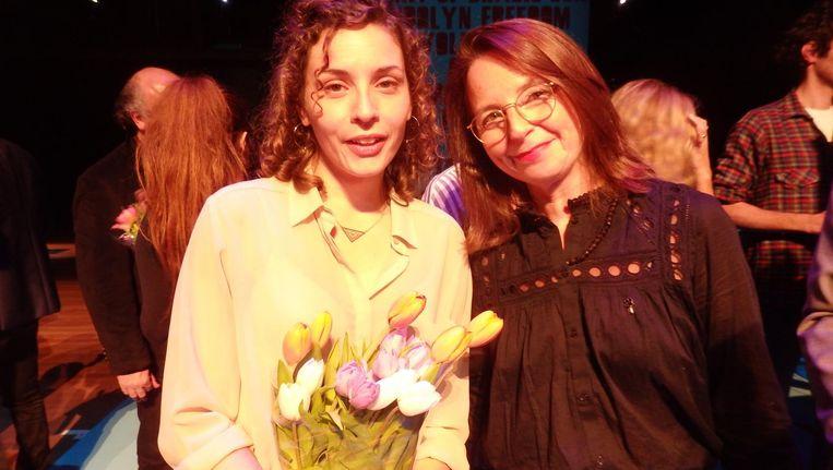 De grote winnaar Mila Turajlic (The other side of everything): 'Life is short. Hug your moms.' Naast Barbara Visser, de nieuwe Idfa-directeur Beeld Schuim