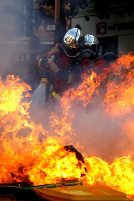 """""""Black blocs"""" et violences gâchent la Marche pour le climat à Paris"""