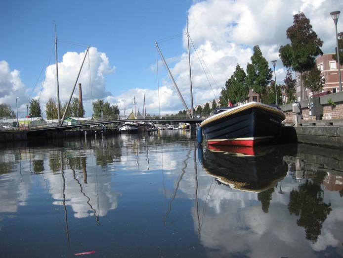 Al liggend van de steiger maakte deze fotograaf een foto van de Amersfoortse haven. Is het geen plaatje?