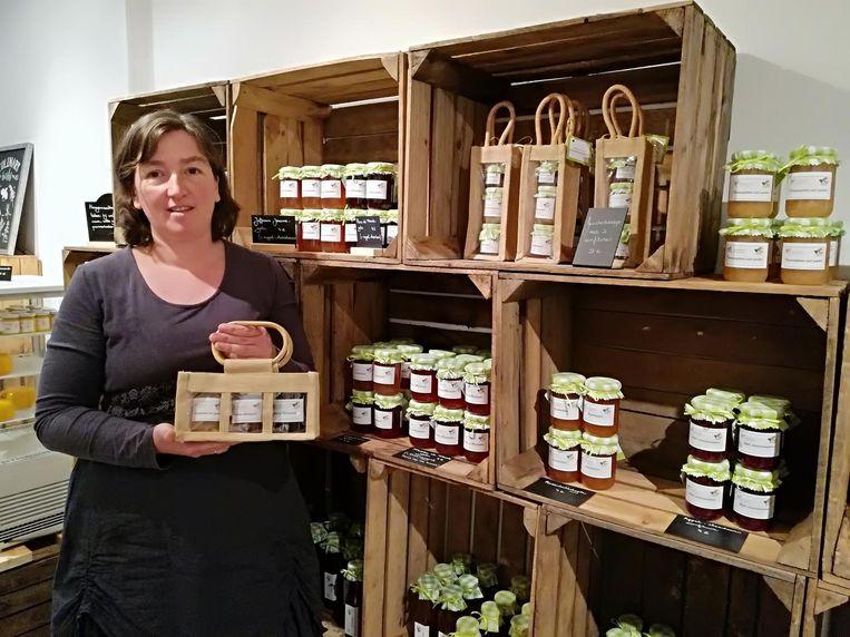 Een daarvan is de pop-up van Karen Baert. Ze verkoopt er streekproducten en zelfgemaakte confituren uit de boomgaard van haar boerderij.