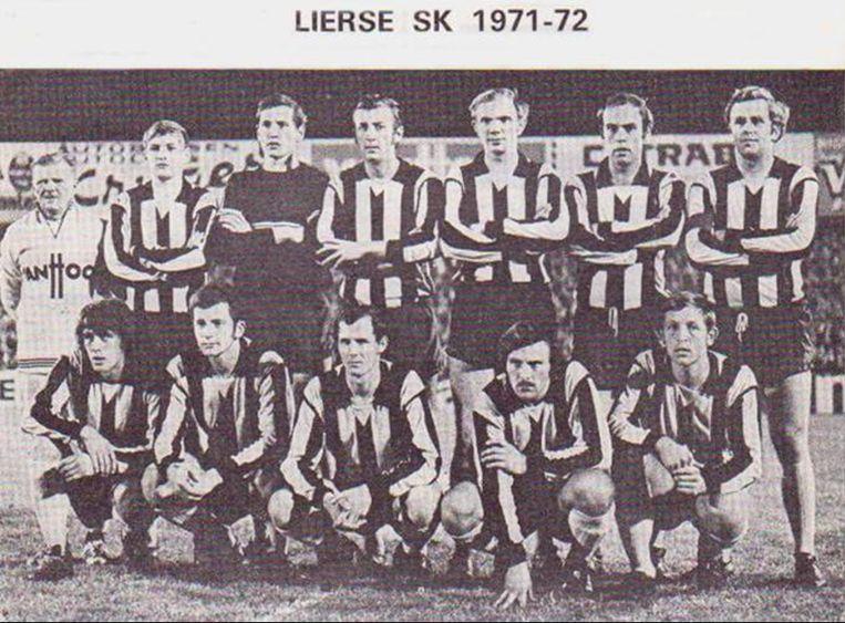 Lierse voor de thuiswedstrijd tegen Leeds in 1971 met links onder Peter Ressel en Neel De Ceulaer (tweede van rechts bovenaan).