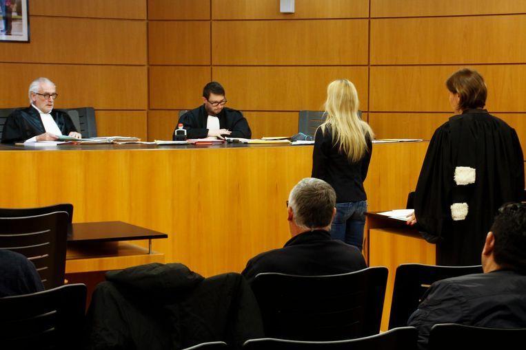 De vrouw had het tijdens de eerste zitting bijzonder moeilijk.