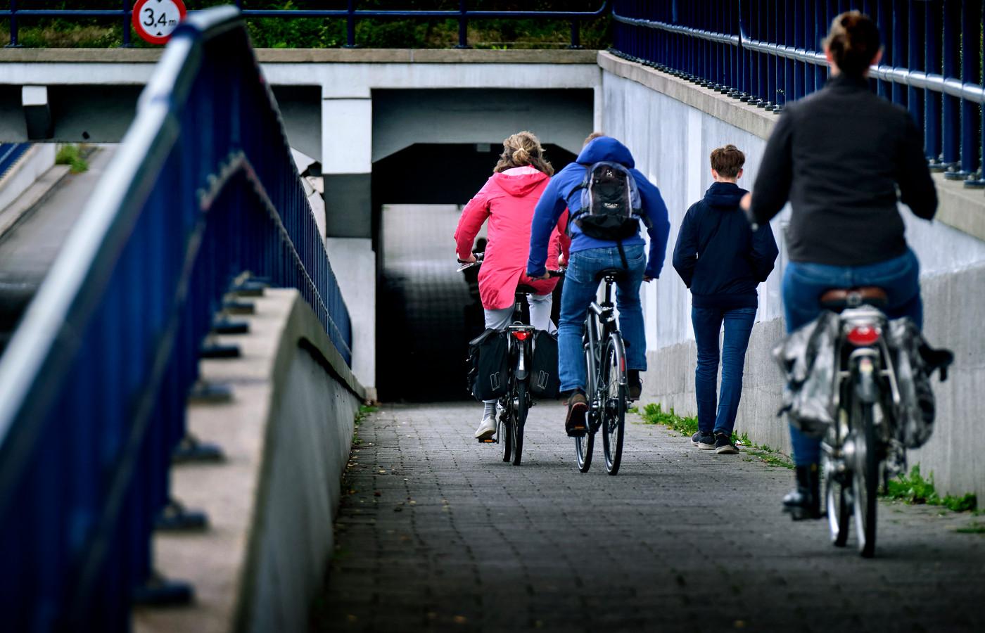 De gemeente Dordrecht wil geen wandelaars in de Krispijntunnel.
