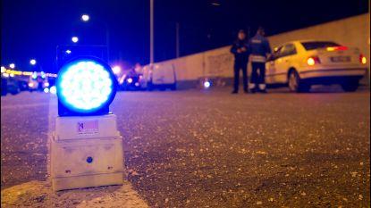 Drugs en verboden wapens in beslag genomen bij verkeerscontroles