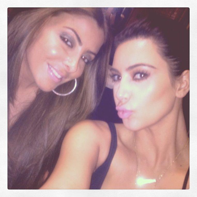 Kim Kardashian met één van haar vriendinnen