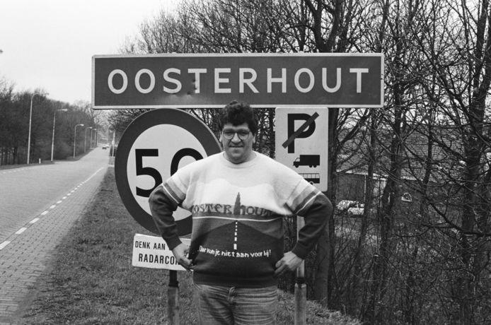 Willy Koumans stond bekend om z'n truien, waarmee hij zijn woonplaats Oosterhout promootte.