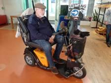 Nieuwe accu voor scootmobiel van Coen Mulder: 'Ik kan er weer op uit'