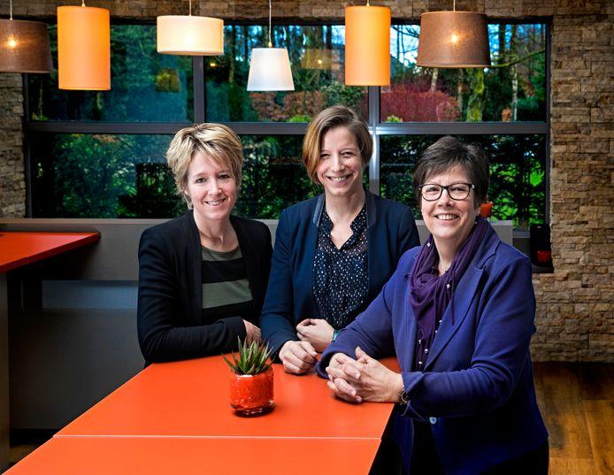 vlnr. Jakeline, Moniek en Elly de Groof van Uitvaartcentrum De Groof in Beek en Donk.