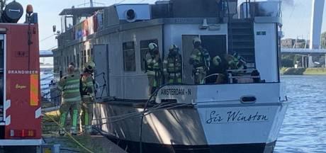 Schip met Duitse toeristen ontruimd na brand op Amsterdam Rijnkanaal bij Kanaleneiland