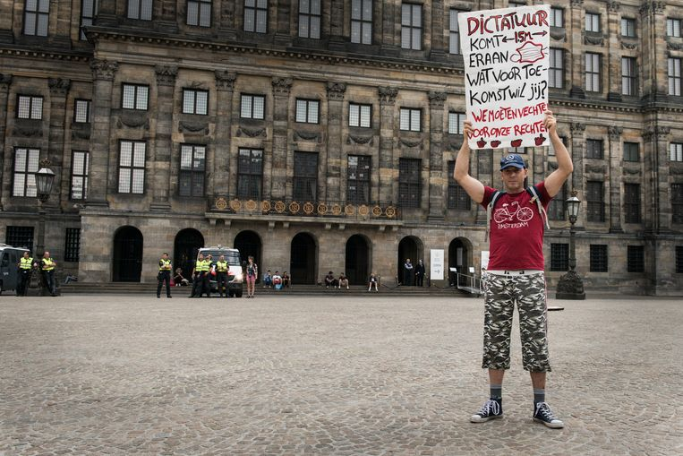 Protest tegen coronamaatregelen op de Dam in Amsterdam. Beeld Eva Faché