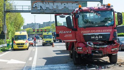 File op E313 na ongeval met vrachtwagens