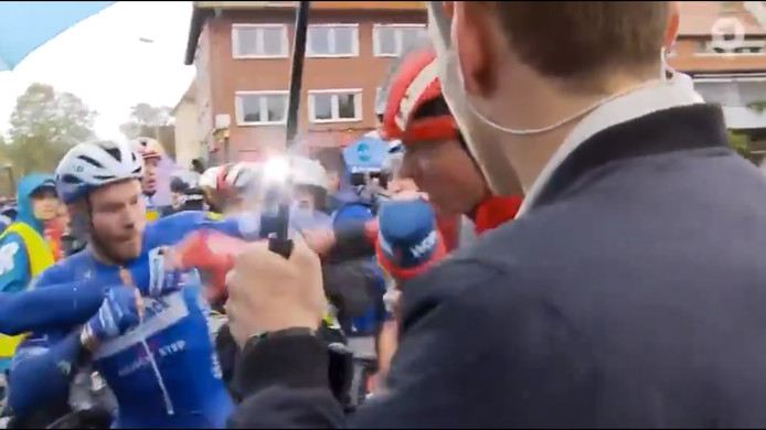 Echanges tendus entre Florian Sénéchal et Max Walscheid.