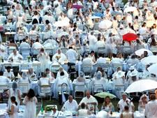 400 in het wit geklede IJsselsteiners gaan samen uit eten