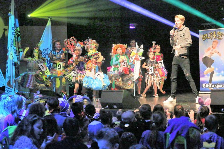 Het kidspopduo Blitz trad ook op tijdens het Kindercarnaval in 't Vondel