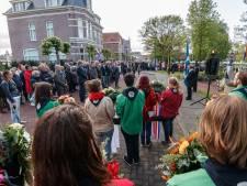 Zo'n 25 trompettisten blazen Signaal Taptoe in Etten-Leur