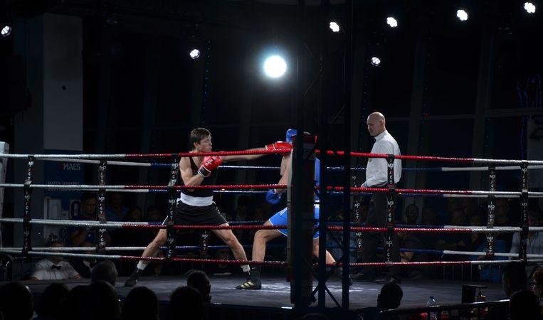 De boksduels werden uitgevochten op het scherpst van de snede.
