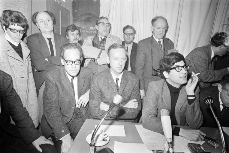 In het politiek cafe Pieterspoort (1969) hebben onder anderen Dr. Joop E. Hueting, Indonesiekenner Dr. Jan M. Pluvier en Joop van Tijn gediscussieerd over de oorlogsmisdrijven die Nederland in het voormalige Nederlands-Indië gepleegd zou hebben. Beeld anp