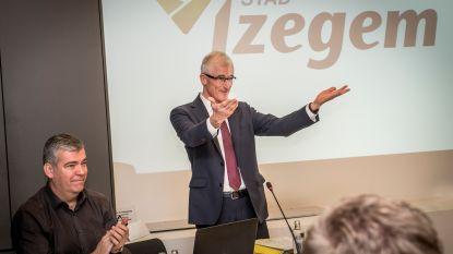 """Geert Bourgeois neemt na 42 jaar afscheid van lokale politiek: """"Debatcultuur was scherp, maar hoffelijk. Leve Izegem"""""""