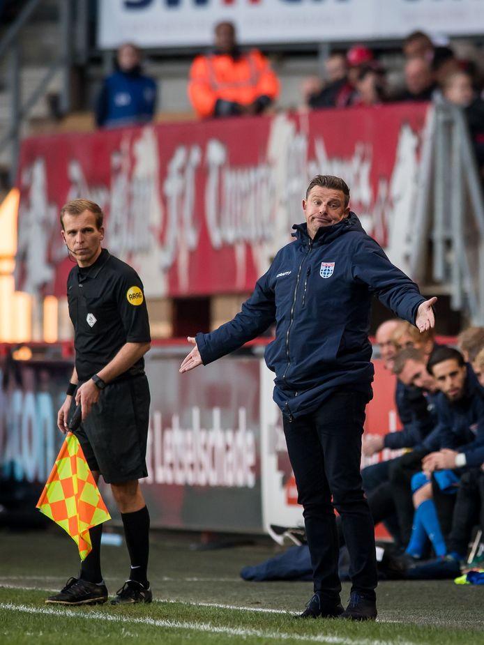 PEC Zwolle-trainer John Stegeman verkeert met zijn ploeg inmiddels in de gevarenzone, maar voelt nog altijd de steun van de directie.