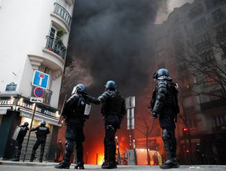 Betoging in Parijs tegen nieuwe veiligheidswet leidt tot schermutselingen en reeks arrestaties