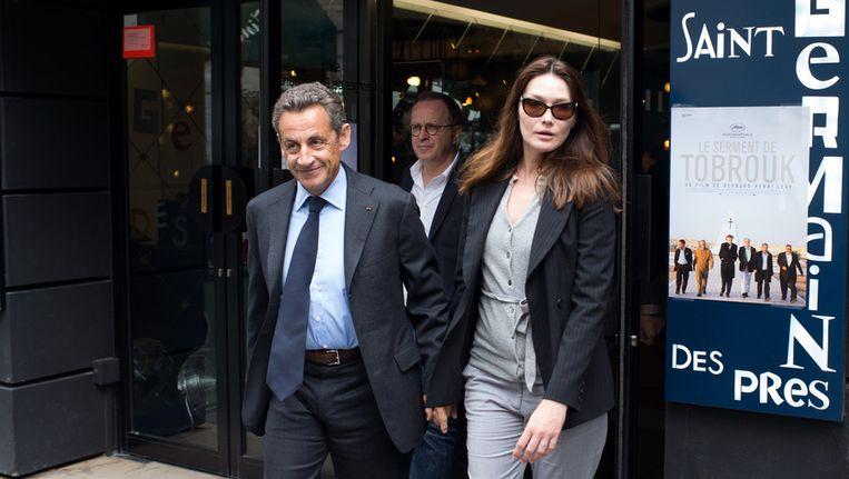 Oud-president Nicolas Sarkozy met zijn vrouw Carla Bruni in Parijs. Beeld afp