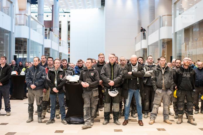 Herdenkingsceremonie op de bouwplaats in Hoog Catharijne voor de overleden Poolse bouwvakker.