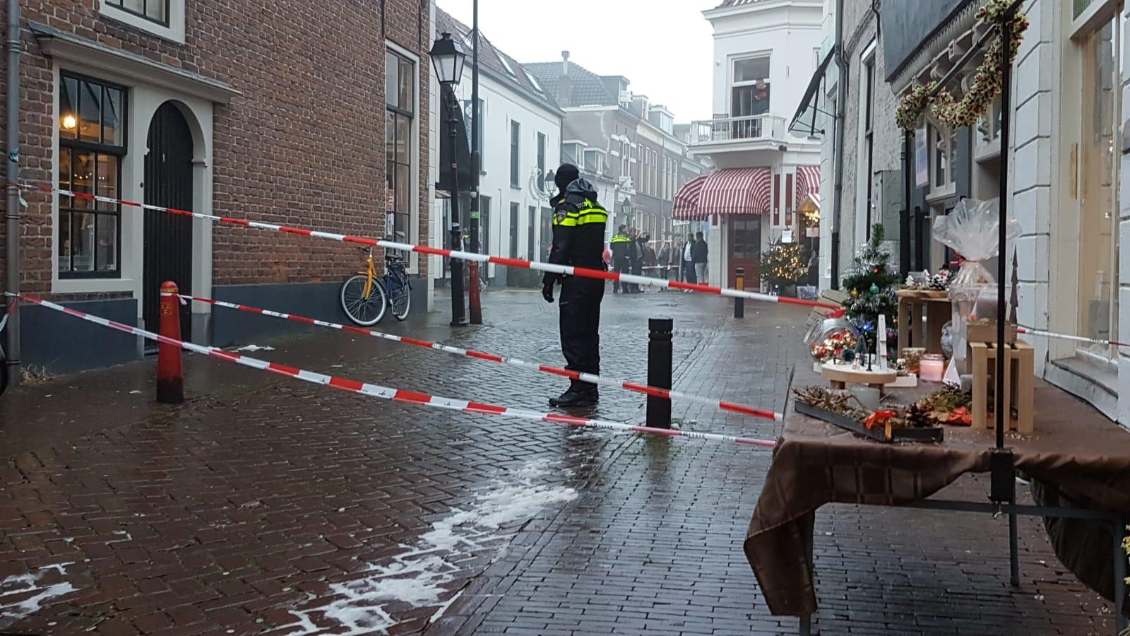 De straat is afgesloten na de vondst van een handgranaat in het centrum van Culemborg in december.