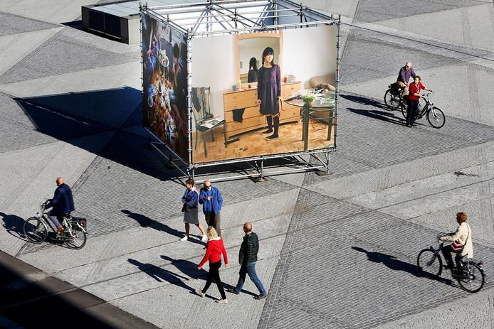 Drukte bij de exposities van BredaPhoto in het centrum van Breda. - Foto: Ramon Mangold/ Pix4Profs -