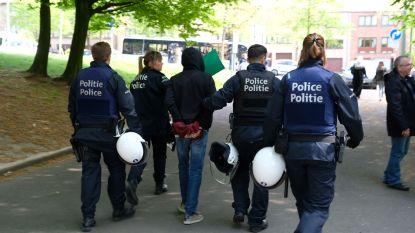 Politieactie aan de gang in Anderlechtse probleemwijk Peterbos, drie personen gearresteerd, ook helikopter ingezet