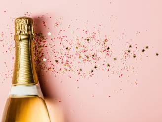 Met dit trucje (én een rozijn) krijg je weer bubbels in je fles champagne