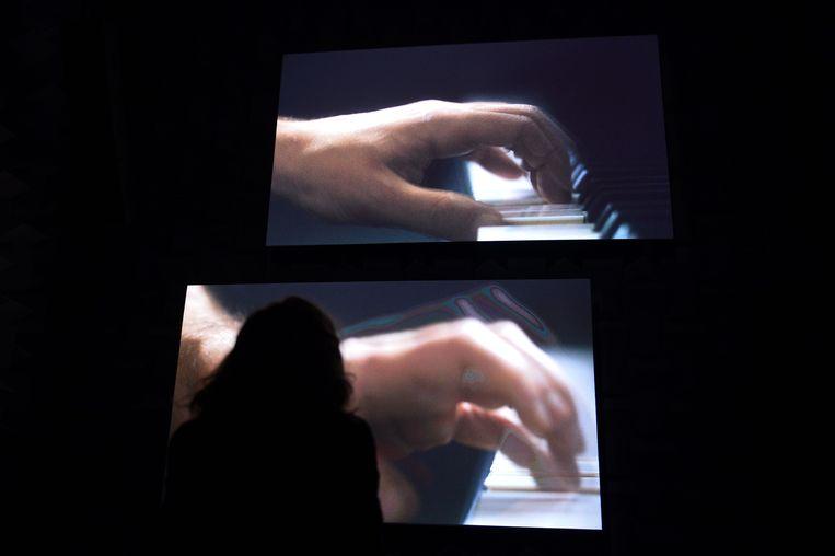 Het project Ravel Ravel Unravel van Anri Sala op de Art Biënnale in mei 2013 in Venetië. Beeld AFP