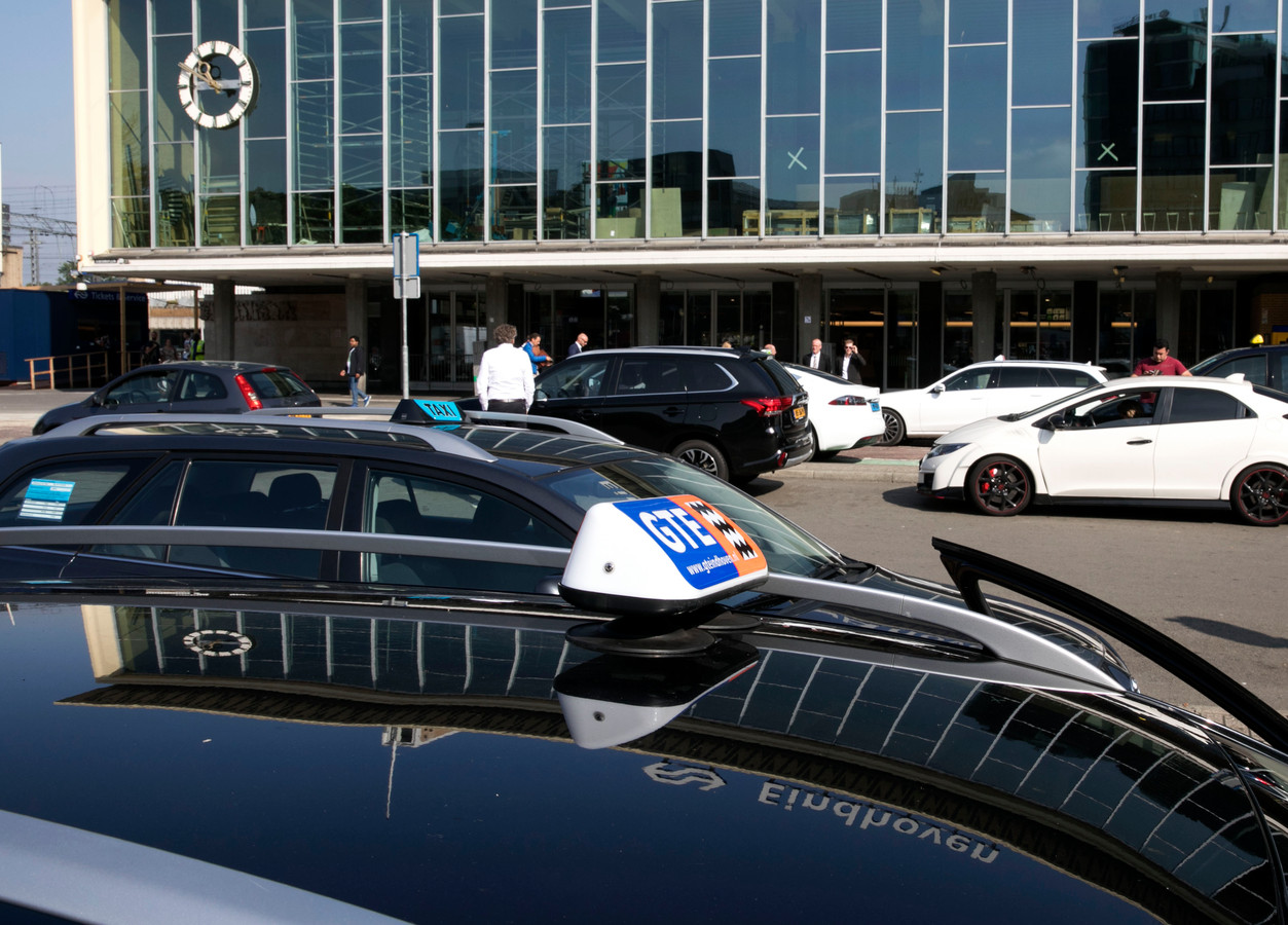 TTO taxi's op stationsplein Eindhoven