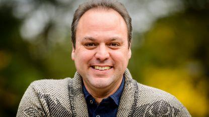 Onherkenbaar: Frans Bauer is nu kaal