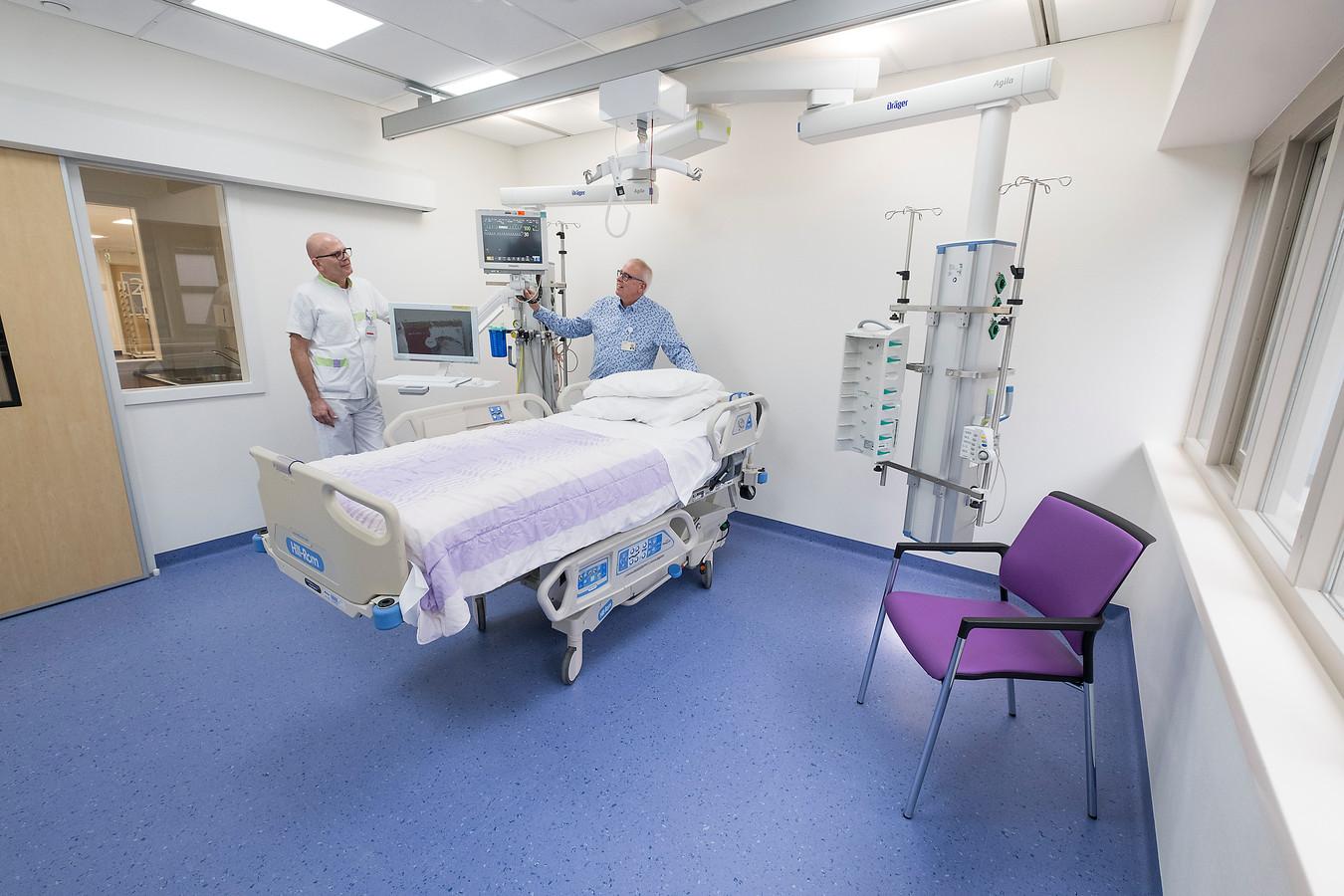 Blik in de twee jaar geleden vernieuwde afdeling Intensive Care.