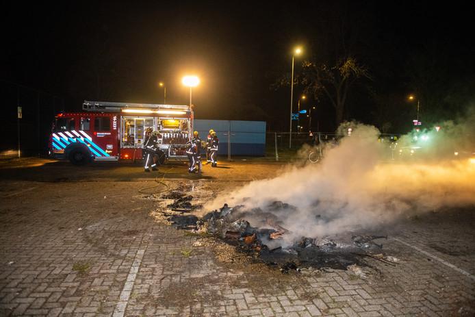 In Zwammerdam werden er op twee plekken dixi's in brand gestoken, zoals hier op de Verloostraat.
