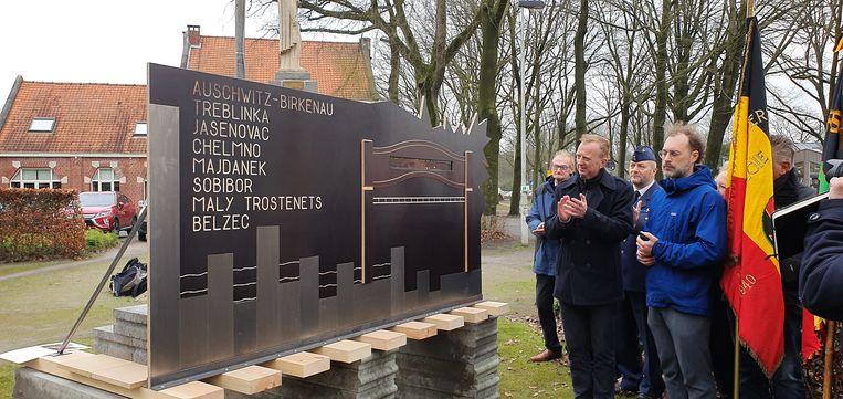 Het monument staat in Heide.