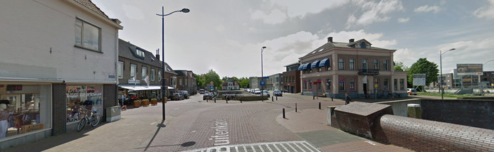 De omgeving van de Buitenhaven in Kampen. In het midden de Burgel. Aan de rechterkant de Oranjesingel en het Bolwerk, links de Burgwal en de ingang van de Oudestraat.